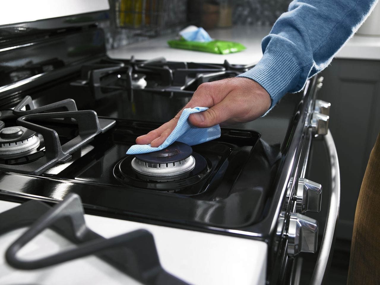 """Featured image for """"6 Tricks for Cleaning Cooked-On Spills From the Stove Top"""""""